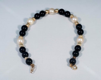 "14K Yellow Gold Pearl Bracelet with Gold and Black Beads, 6.5"" long"
