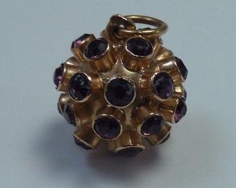 19.2 K Yellow Gold Pendant With Purple Stones