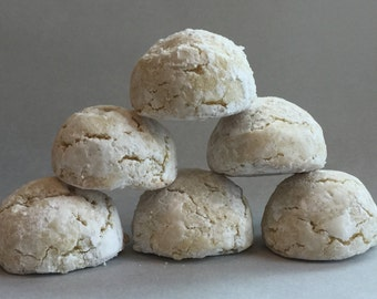 Almond macaroons/Amaretti morbidi