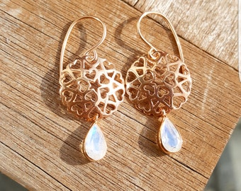 Rose gold earrings with Moonstone