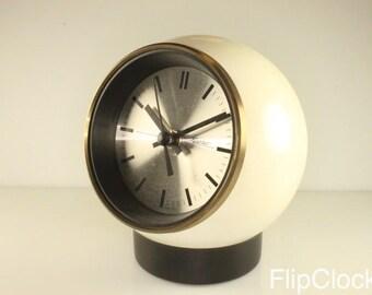 Fabulous 60s/70s Richter 'helmet' like table/desk clock, metal!