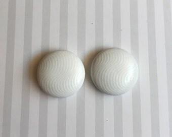 19mm White Glossy Fabric Studs