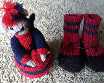 Hi here is something for little footy fans the bootees are eleven centimetresIn footlength and the mouse could be a toy or a pin cushion