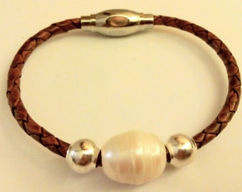 Bracelet braided with Pearl River Indian leather