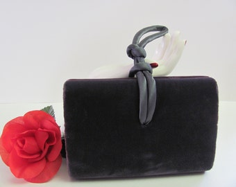 PURPLE VELVET CLUTCH, Vintage Valerie Stevens Wrist-let, Velvet Purse, Evening Bag Clutch Purse,  Knot Style Handle, Velvet Clutch Purse
