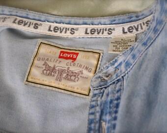 Vintage Levi's Denim Shirt Long Sleeve Mao Collar Men's size Large