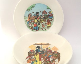 Lot of 2 snow white dishes