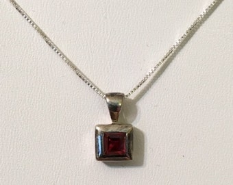 USA FREE Shipping-Sterling Silver Garnet Pendent and Chain