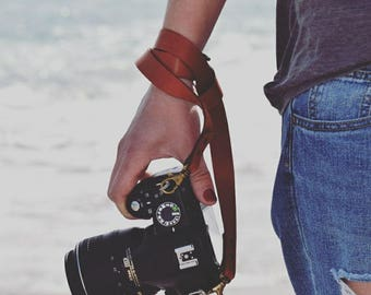 Genuine  leather camera strap with quick realease snaps