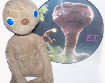 Vintage E.T. the extraterrestrial Vinyl record and plush official year 1982 - Vintage vinyl disc and official stuffed toy year 1982 E.T.
