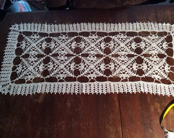 Table runner, doily