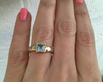 Sweet blue topaz ring in yellow gold