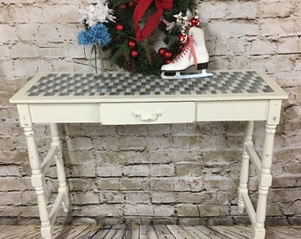 Farmhouse shabby chic wall table