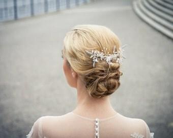 Funkender Hochzeit/ Braut Haarkamm/ Haarschmuck / Headpiece aus Swarovski Kristallblüten - Florence