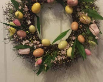 Easter wreath / spring wreath / summer wreath / front door wreath / holiday wreath / door wreath / Easter egg wreath / tulip wreath / tulips
