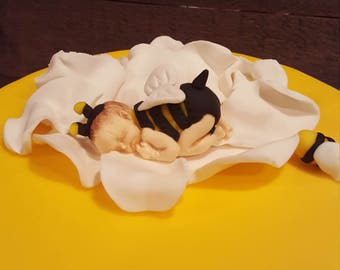 Baby bumble bee topper
