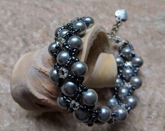 Grey Pearl Handmade Bracelet; Unique Jewelry; Handmade Jewellery; Bridesmaids; Gift for her; Woman's Accessories; Silver Grey Pearl Bracelet