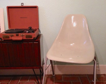Restored Vintage 1970s Fiberglass Styled Eames Nesting Chair mint/light blue