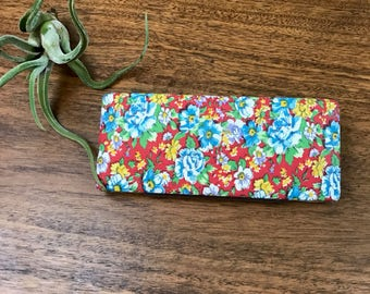 Retro Flower Eyeglass Case