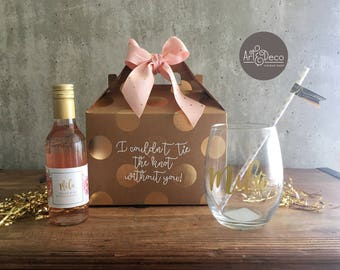 BRIDESMAID Gift SET / Custom Gift / Name Glass / Wine kit / Gift Idea / Bridal Shower/ Bachelorette / Wedding Day
