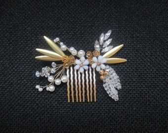 Gold bridal hairpiece