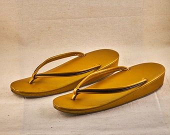 Golden Geta shoes for girls, Zōri 草履 Japanese vintage, vinyl, traditional sandals.
