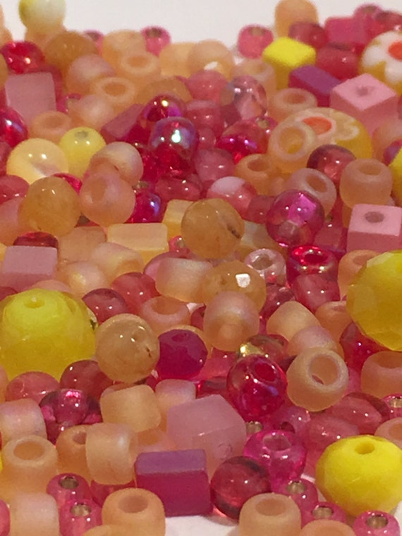 glass bead mix pink purple green yellow mostly pony. Black Bedroom Furniture Sets. Home Design Ideas