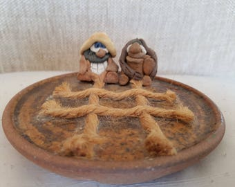 Pottery funny creatures noughts and crosses, Pottery and rope
