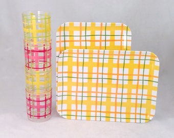 Plaid Melamine Trays and Plastic Cups, Picnic/BBQ Set of 6 Pieces