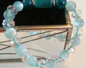 Elasticated swarovski crystal and blue cats eye bracelet.