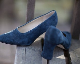Woman's Suede Pumps