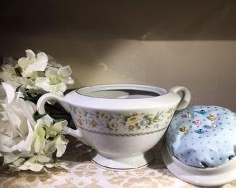 Sugar Bowl Sewing Kit