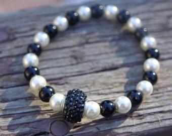 Checkered (black and white) bracelet with black glittered center bead