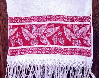 "Vintage Linen Damask Guest Towel Red Leaves Fringe 19"" x 34"" plus 3"" fringe."