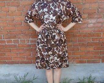 Gorgeous  vintage 1960s brown and cream floral silk 3/4 length sleeve dress