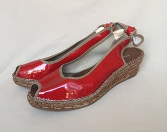 Vintage shoes / peep toe wedges / wedges / summer shoes / sandals / low heels / made in France / red sandals