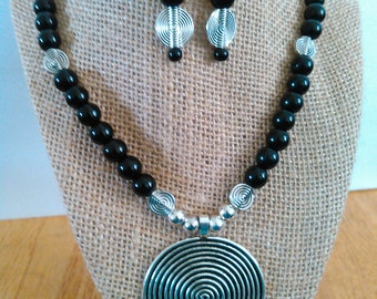 Beautiful black and silver pendant neclace and earring set