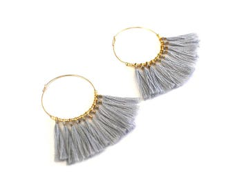 Thin gold hoop earrings, 14K Gold Filled 3cm hoop, little cotton tassels and miyuki beads, minimalist and elegant