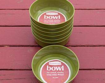 New vintage set of Rubbermaid avocado green bowls