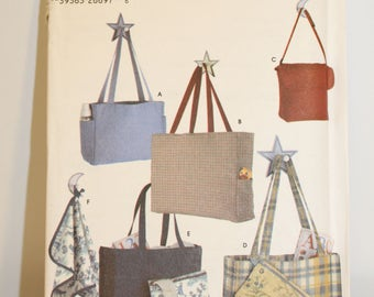 Simplicity 5527 Pattern for diaper bag in three sizes + accessories