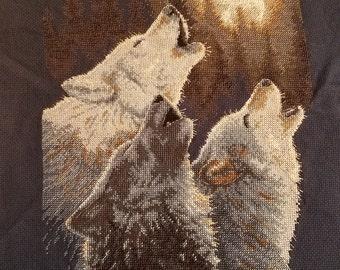 Howling Wolfs Cross Stitch