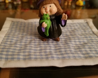 Halloween Hallmark Merry Miniature Witch with frog