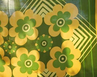 Large Vintage/Retro Tablecloth Green and Yellow Flowers