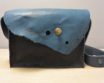 purse pockets leather, single piece made by hand, blue