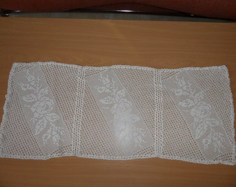 beautiful table runner with rose motif