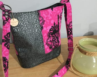 SOLD *Swoon Bonnie Purse (adjusted size)