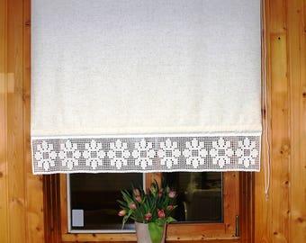 Linen roller blind with flower pattern croshed lace.