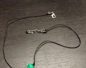 Green sliced agate bead hemp choker
