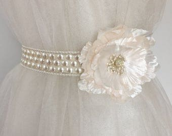 EXPRESS SHIPPING Ivory Pearl Bridal Sash Belt, Soft Pink Flower Bridal Sash, Pearl Sash, Pearl Floral Belt, Romantic Bridal Belt