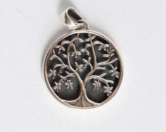Vida silver pendant